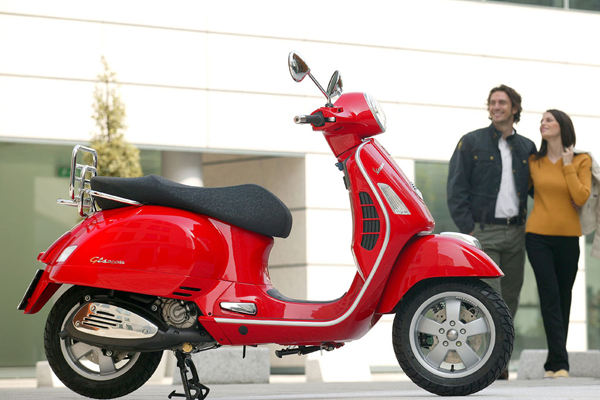 vespa_gts_red_action_1