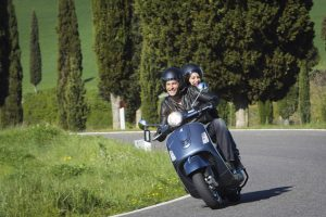 vespa_gts_300_abs_action_2