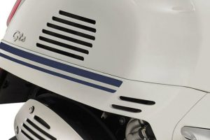 2020-vespa-gts-300-yacht-club-racing-strips